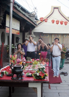 One of the ritual celebrated in the Chinese-Indonesian community, called King Hoo Ping. In this moment, the people pray for the soul of the death. This kind of ritual held by the community is also one big tourist attraction.